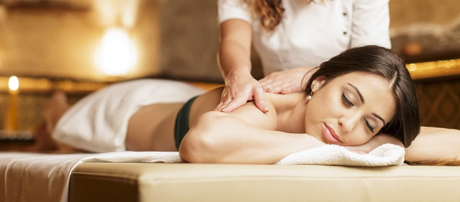 Massage cổ vai gáy