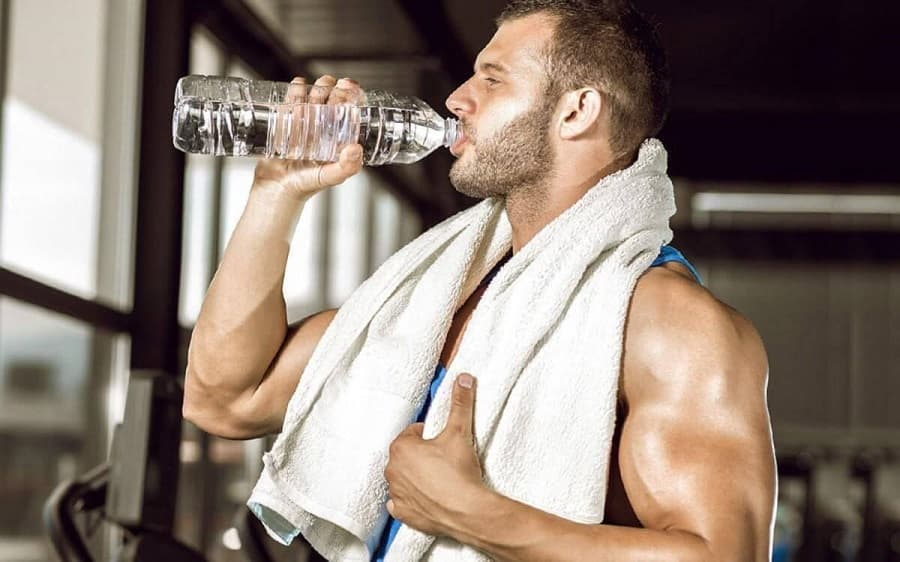 Bổ sung nước thường xuyên khi tập gym